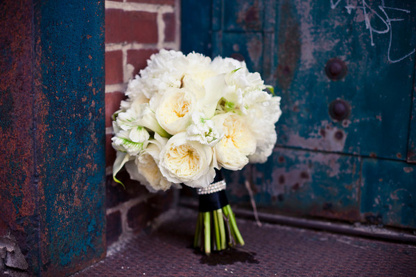 Jessicau0027s Stunning Bridal Bouquet Was Created Using White Garden Roses
