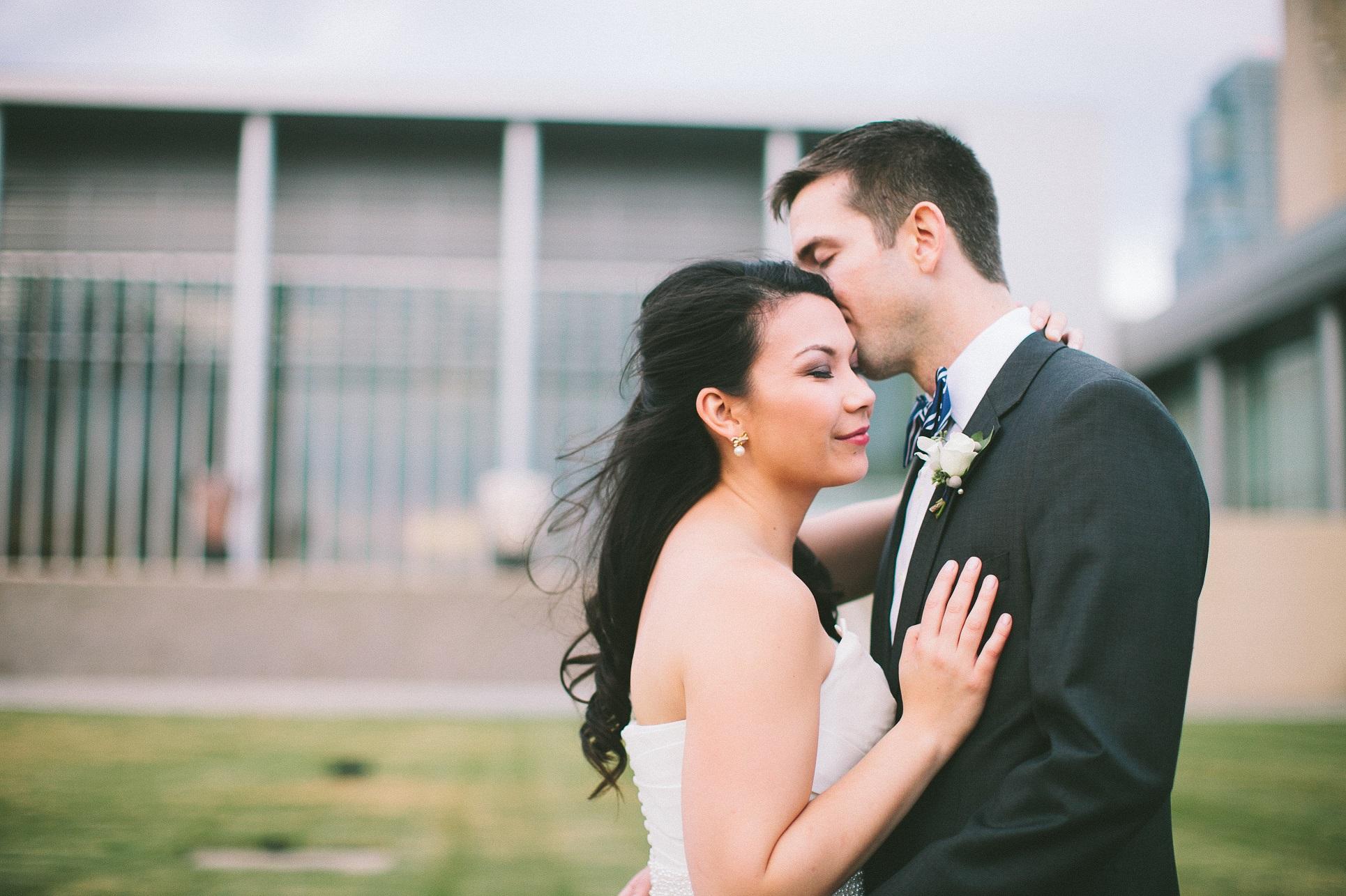 kansas city fall bride and groom
