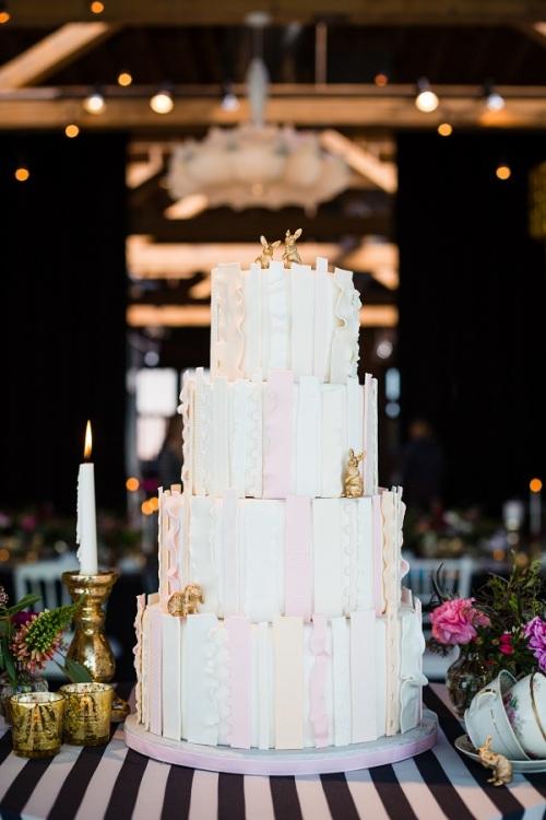 alice in wonderland wedding cake